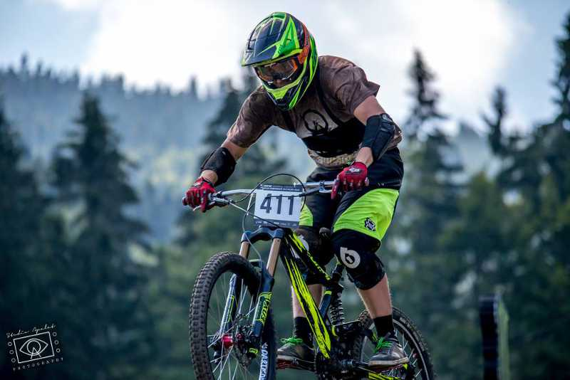 divers dh europen enduro zumbi cycles